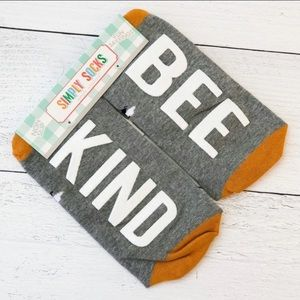 "🌺 Simply Southern, ""Bee Kind"" Simply Socks"